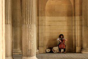cello-artist-on-street